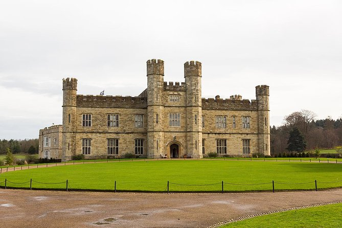 Viagem diurna para o Castelo de Leeds, Penhascos de Dover e Canterbury partindo de Londres com excursão guiada pela Catedral, Londres, REINO UNIDO