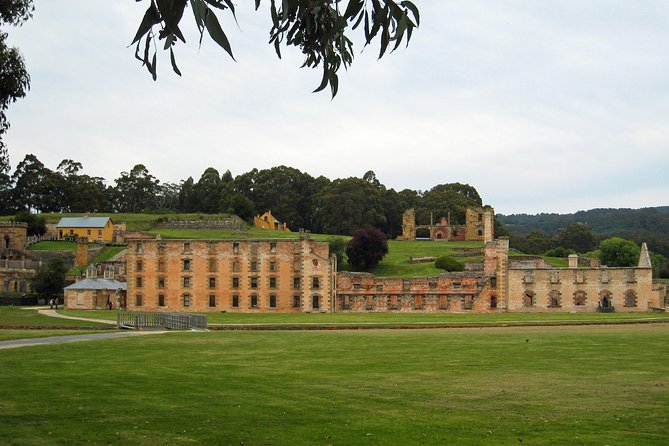 Set off on a full day trip from Hobart and discover Port Arthur Convict Site, Tasman National Park and the Isle of the Dead! Suitable for the whole family, you'll enjoy a guided walking tour of Port Arthur and a scenic cruise to the Isle of the Dead where you'll be amazed at the magnitude of the Devils Kitchen.