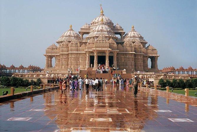 Excursión privada: templo de Akshardham y lugares espirituales del sur de Delhi, incluido el Templo de ISKCON, Nueva Delhi, INDIA