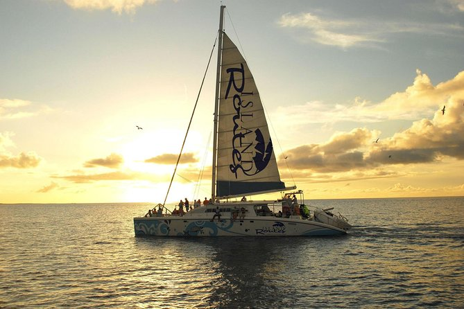Set sail on this 3 hour sunset cruise and take in the views of Jamaica's south coast from the best seat in the house! <br><br>Stop by a quiet local beach for swimming and visit Scott's Cove. Marvel at the stunning sunset while enjoying tasty appetizers, signature cocktails and the latest local and international music played by the on board DJ. <br><br>There's nothing quite like a Caribbean sunset to provide the backdrop to this club on water!