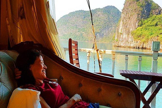 Passeio luxuoso de barco tipo junk de 2 dias na baía de Ha Long incluindo uma aula de culinária e Tai Chi matinal, Halong Bay, VIETNAME