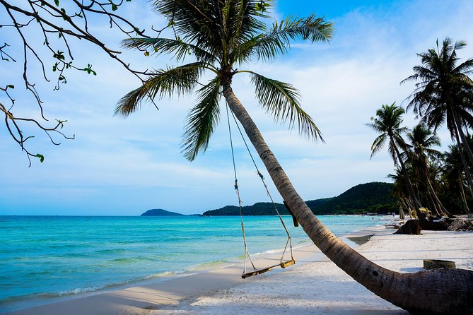 As the biggest island of Vietnam, Phu Quoc has many places for visitors to explore. Join this tour, you will able to have a great chance to visit the most highlightsof the north and south side of the island.