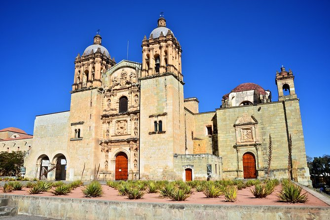 Explore the markets and museums in the city of Oaxaca on this half-day tour! Visit the Temple of Santo Domingo de Guzman and the Oaxaca Regional Museum located in its former convent. You'll walk to the main city center and stroll around the 'zócalo' (town square) before spending time at two of the Oaxaca's most famous markets—20 de Noviembre and Benito Juarez—where you'll find local crafts and woven goods as well as delicious breads, chocolate and chilies. Round-trip coach transport from your hotel is included.