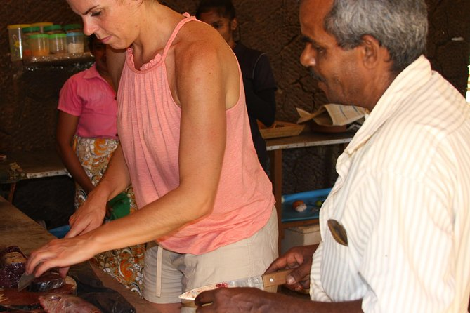 Learn how to cook your authentic Sri Lankan lunch with a village women, Parque Nacional Yala, SRI LANKA