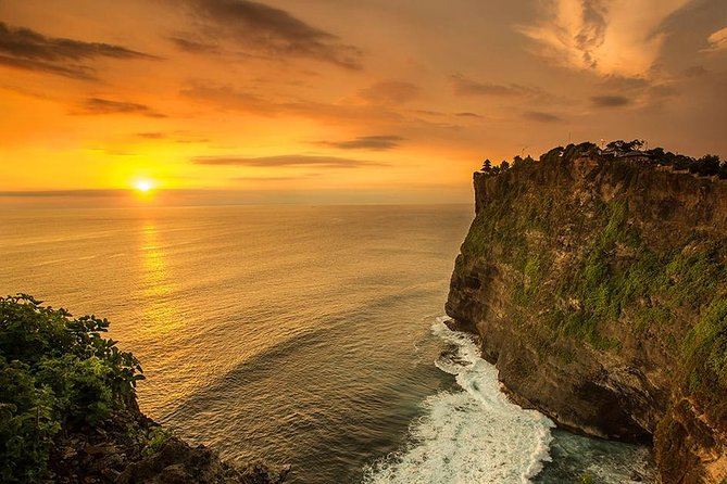This is a private tour to visit beaches in south area of Bali such as: Pandawa beach, Melasti beach,Julia robert beach or padang-padang beach then continue to see uluwatu temple with magnificent cliff and beautiful sunset. Still in uluwatu temple area we will see kecak and fire dance which is the story taken from Ramayana. After the dance, we will proceed to jimbaran beach to enjoy the seafood barbecue by the beach with candle light. This trip will be around 8-10 hours and will start by 10:30 am from your hotel lobby. <br>