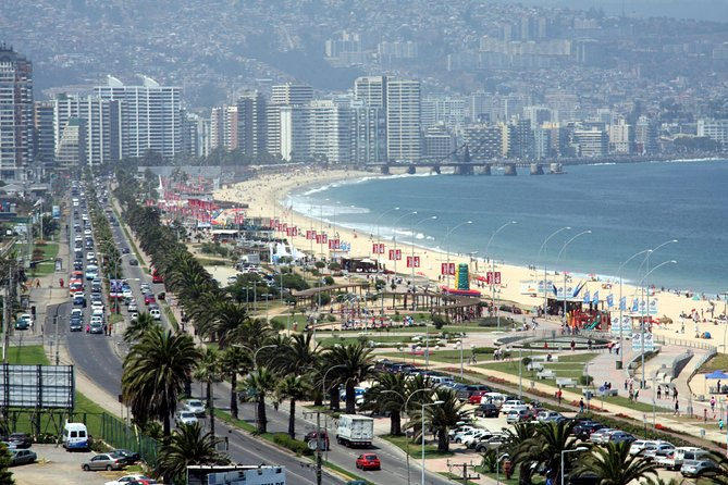 Join this 4-hour tour to the Pacific Coast and explore the cities of Viña del Mar, known as the 'Garden City', the lively beaches of Reñaca and the quieter Concón. The Pacific Coast is renowned for white-sand beaches and for its big waves that makes it a popular destination among surfers. Recommended both during summer and winter this tour is the perfect way to explore the most famous cities of the Central Pacific Coast.