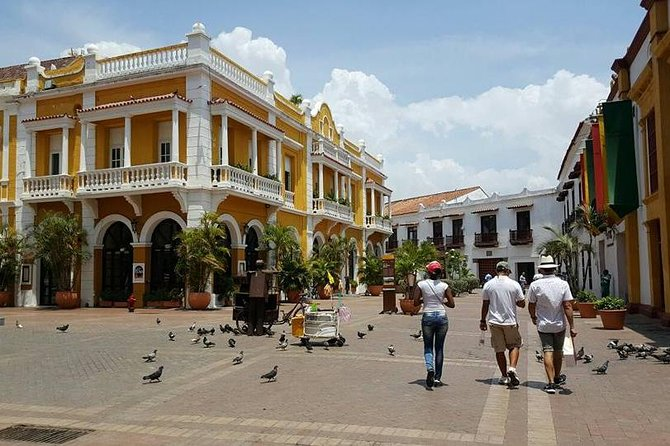 This tour will take you to the most importantstreets, squares, churches, coffee, restaurants, and the best places of interest in Cartagena. Weknow all stories about pirates, legends and historyofthis magical city.