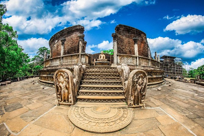 Explore the amazing city in which Kings ruled the central plains of Sri Lanka from Polonnaruwa 800 years ago, when it was a thriving commercial and religious center. The glories of that age can be found in the archaeological treasures that still give a pretty good idea of how the city looked in its heyday.