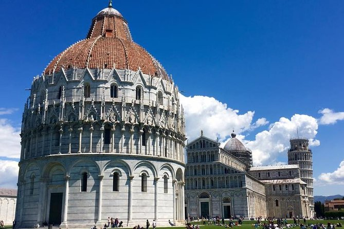 9.30-hour tour <br><br>Round trip transportation from/to the port/ship<br><br>Comfortable air conditioning minivan<br><br>Professional tour guide-driver<br><br>English speaking driver<br><br>Florence highlights<br><br>Visit of Pisa (stop by the Leaning Tower)<br><br>3-hours Private Walking Guide (optional)<br><br>Free wi-fi on board<br><br>Free water on board