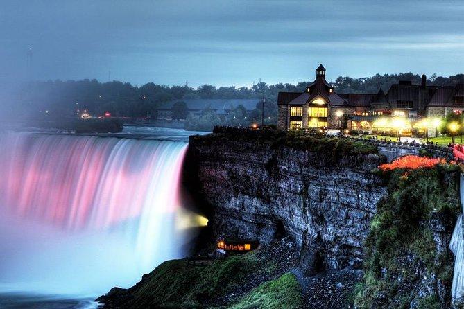 Recorrido nocturno de las Cataratas del Niágara con cena y crucero, Cataratas del Niagara, CANADA
