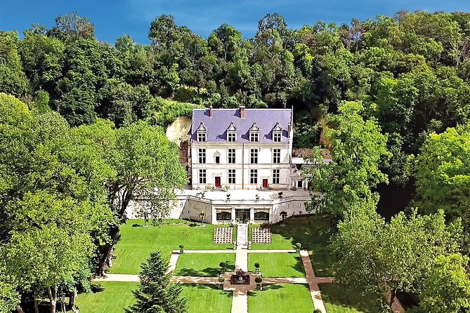 """Lose yourself for a whole day in the royal Forgotten Paradise of Charles VIII. This ticket will give you access to 500 years of history ! <br><br>Step back in time and discover the fabulous epic of French King Charles VIII, who brought back 22 Italian artisans in Amboiseand founded the """"First Renaissance"""" at Château Gaillard."""