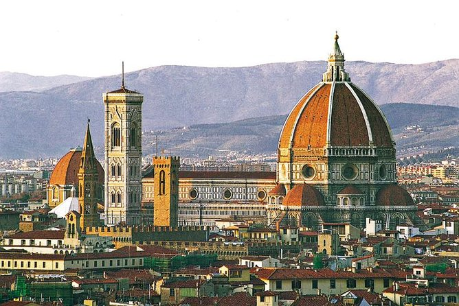 Visit Florence and have the oportunity to visit the Uffizi Museum or Accademia Museum (as your option choose) with a private tour. Explore the streets comfortably. Visit Pisa and see the Leaning Tower