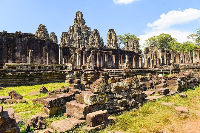 This full-day tour allows plenty of time to enjoy the majesty and awe of the temples of Angkor. Explore, climb and have the exclusive benefit of scholarly insight into the temple complex – Angkor Wat. End the day with a view of the sunset at Pre Rup temple.