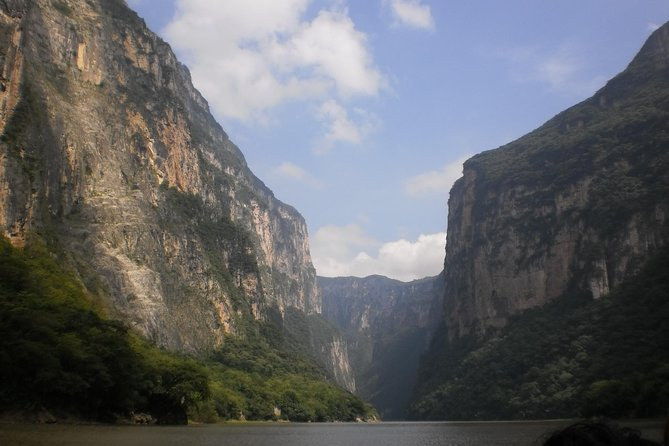 Get ready for an experience filled with adventure and excitement enjoying the road to the impressive Sumidero Canyonand Chiapa de Corzo (First colonial city founded by Spanish conquistadores) and enjoy an unforgettable experience on this amazing tour that takes you to this fascinating natural wonder, located in Chiapas.