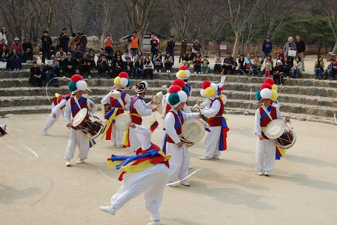 With this tour, you will visit to Blue house which is the place where South Korea President are staying, Gyeongbok Palace which is the main Palace among 5 ones in Seoul. Inside Gyeongbok Palace, there is museum called National Folk Museum. In there, you will also have time to get knowledge of Korean History that you can tell your friends and family in the future.<br><br>After sightseeing in modernized Seoul Area and having delicious and nutritious Korean Traditional dishes, you will go to Korean Folk Village in Yongin to feel exactly the same atmosphere of Korean traditional village.