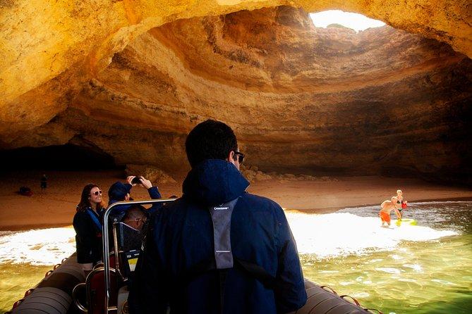 Golfinhos e cavernas saindo de Albufeira, Albufeira, PORTUGAL