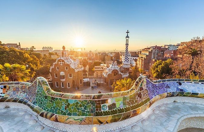 Purchasing our Barcelona Park Guell tickets online guarantees you will enter Gaudi's park without delay. You won't have to wait in the long queues at the box office only to find out that all the time slots for today are already sold out.