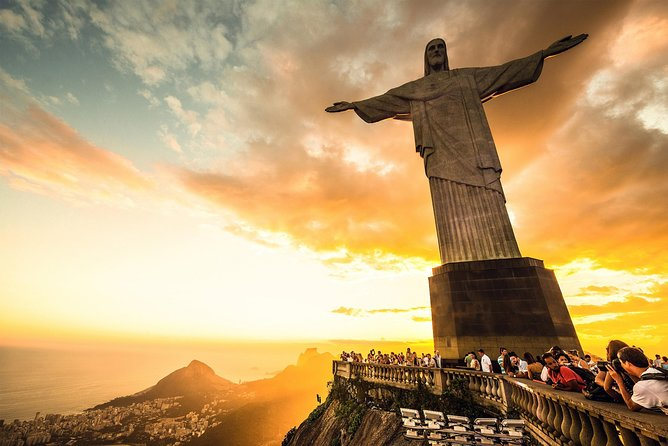 Meet the two most representative icons of Rio de Janeiro, Corcovado (Christ the Redeemer) and Sugarloaf Mountain.<br><br>Enjoy the impressive statue of Christ the Redeemer in Rio de Janeiro accompanied by an expert guide and Get to know Sugarloaf Mountain.<br><br>If you decide, you can add a city tour and BBQ to your tour, visit the highlights of Rio.