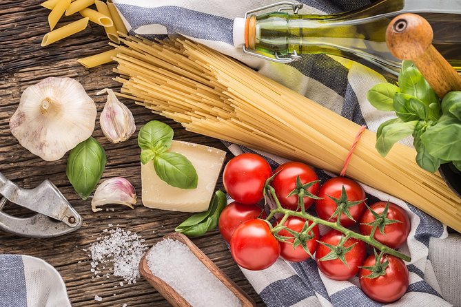 Name your recipe: food market tour and workshop with a Cesarina in Langhe, Langhe-Roero y Monferrato, Itália