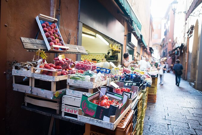 Local market visit and private cooking class at a local's home in Bologna, Bolonia, ITALIA