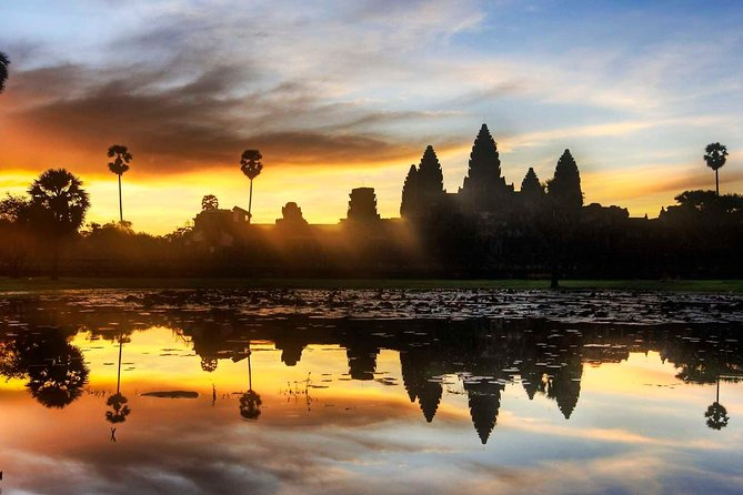 Visit Angkor Wat complex, the UNESCO World Heritage Site, which is one of the most important archaeological site in South-east Asia built by the great Khmer King Soriyavaraman II in the early on 12th century and dedicated to Vishnu God Hindu religion.<br><br>Embark for a three-day private tour to discover and explore the magnificent and enigmatic Angkor Wat temples, Banteay Srey's hidden gems , the carving of 1000 lingas ( Phnom Kulen waterfall ) and Siem Reap area including Kompong Phluk floating village on the TonLe Sap lake.<br><br>Let our English-speaking guide leads to discover fascinating historical facts and anecdote about the ancient temples while you will end your day tour admiring the sunset over Angkor Wat and all surrounding temples.<br><br>This three-day tour is a great combination of temples, countryside and culture reflection of the Cambodian lifestyle.<br><br> Our tour guide will try to manage the visit schedule at best in order to avoid the crowd as much as