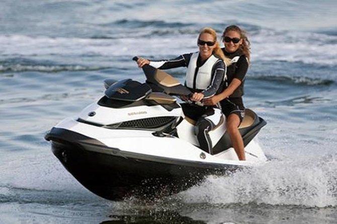 Alquiler de motos de agua en la bahía de San Antonio en Ibiza, Ibiza, ESPAÑA