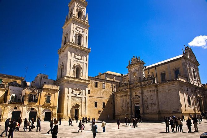 Explore Lecce and discover picturesque and hidden corners with an expert guide and then meet a local artisan and join a papier mâché workshop in a typical atelier.