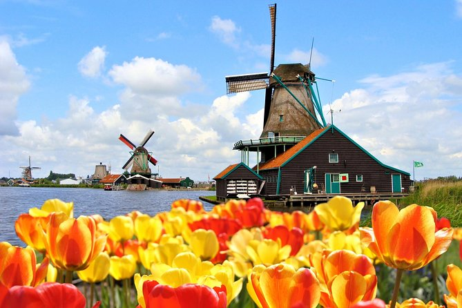 See all the Dutch icons such as the Tulips in Keukenhof & windmills, cheese and clogs at Zaanse Schans.<br><br>Experience the beauty of Keukenhof Gardens in bloom on a guided morning tour from Amsterdam in the company of an expert guide and travel by small comfortable coach out to the Netherlands' most famous bulb region, passing through remarkable flower-filled meadows. In the afternoon continue to windmill village Zaanse Schans and see all the other dutch icons such as windmills, cheese and clogs.