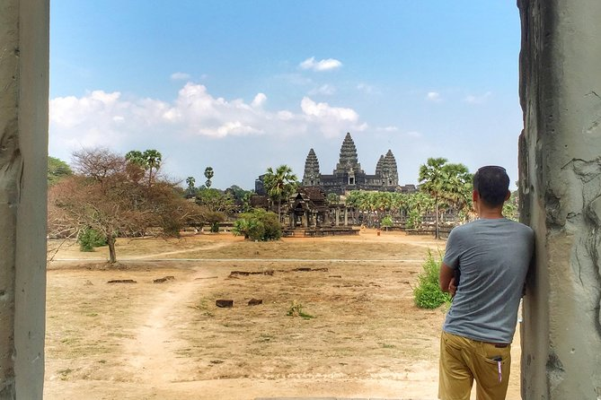 """A 2-day tour exploring the classic Angkor complex and other ruins such as Banteay Srei, Pre Rup and other temples on the """"big loop."""" (Please let your guide know on day 1 if you would like your tour to include sunrise or sunset on the following day. It is complimentary!)<br><br> Day 1: Explore the remote temples of Banteay Srei, Banteay Samrei, Pre Rup and the """"Big Loop,"""" and discover the different styles of temples during the magnificent Angkorian Empire (6-10hrs).<br><br> Day 2: Afull day of touring the 12th century city of Angkor which covers the """"must-see"""" ruins of Angkor Wat, Angkor Thom, Bayon, Ta Phrom and Baphoun, among others. You will also have an opportunity to visit a small, unrestored temple in the middle of the jungle. This tour takes from between 6-10hrs depending on your pace."""