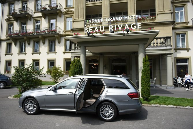 Meet & Greet service by your skillful driver in the lobby of your hotel in Neuchatel. Sit in comfort and enjoy the private transfer all the way to Geneva Airport with AlpTransfer.