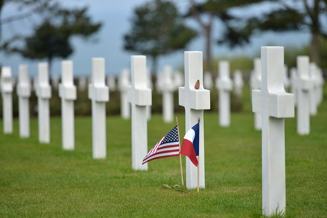 Explore Omaha Beach and gain insight into US soldiers' role in World War II on this half-day group D-Day landing tour from Bayeux. Visit key sites of WWII interest including Omaha Beach and the Pointe-Du-Hoc with a guide, and learn of the conditions faced by the US soldiers brought into battle. Wander among the soldiers' graves at the American Cemetery, and hear tales and anecdotes from the WWII battlefields.