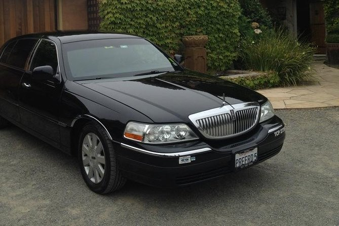 • One-way private transfer between Calistoga and San Francisco International Airport (SFO) <br> • We guarantee to provide professional airport service and strive for excellence <br> • Ride in style in a ExecutiveLincoln TownCar- Limited - L. Seats up to4 passengers (with small - regular size luggage only). <br> • Experience the comfort of riding in theTownCar <br><br> .
