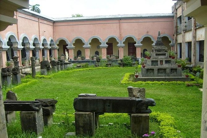 This is a private, full-day tour of Rajshahi on which you will get to know the Chhoto Sona Mosque, the Tohakhana Mosque, the Darasbari Mosque, the Chika mosque and the Varendra Research Museum.