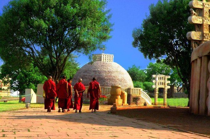 Enjoy visiting Sanchi the 3rd century UNESCO World Heritage Site, and Udayagiri Rock Cut Caves. See the Buddhist stupas and ancient Hindu ritualistic caves. A private chauffeur and guide ensures your personal attention on this 8-hour tour.
