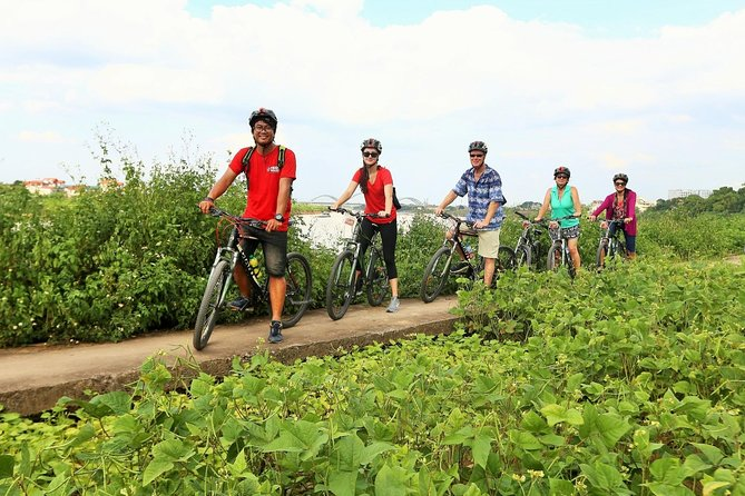 Enjoy the endless beauty for central India countryside when you ride a cycle to the stunning teeth mountain from Khajuraho. Your personal local guide ensure to take you to the best spots while shearing the stories from local village and cultural life.
