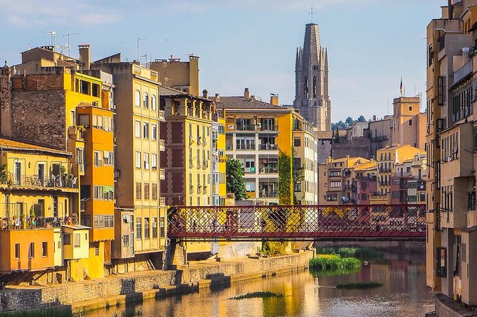 Discover the most beautiful streets, legends and corners of Girona with local experts guides! We were born and raised in Girona, so we know its best stories! We always work with small groups! <br>We'll go and walk through the history of the city, from the Roman beginnings to the present, and you'll understand how they lived and, over all, how we live.