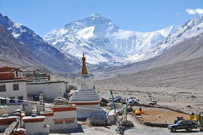 "This Everest base camp group tour is considered one of the most classic tours of Tibet. Standing at over 29,000 feet (8844 m) above sea level, Mount Everest is the main peak of Himalayas and also the highest peak in the world. Mt. Everest enjoys the reputation of ""the roof of the world"". This tour takes you to enjoy the Sunset and Sunrise of Golden Everest Peak and Tibetan countryside with a journey to EBC.<br><br>Notes: It is better to arrange Lhasa tour to adjust high altitude if you have more time before your travel date."
