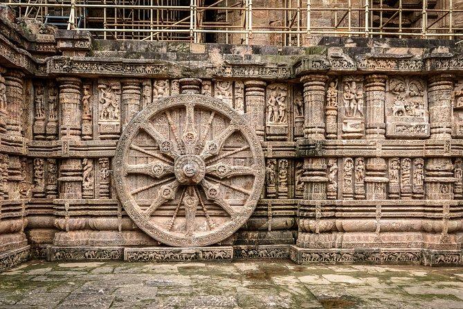 Discover the charm of Bhubaneshwar at the stunningly alluring Konark Sun Temple. Also visit the site of Kalinga War where Ashoka embraced Buddhism.