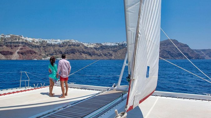 Sunset on a Sailboat (afternoon) Half Day - SANTORINI, OIA, PALEA KAMENI, NEA KAMENI, PLAYA ROJA, PLAYA BLANCA. <br><br>Guaranteed daily departures in the afternoon from March 1 to November 20.