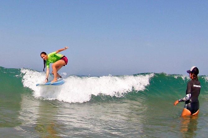Clases de surf en la Costa de la Luz andaluza, Cadiz, ESPAÑA