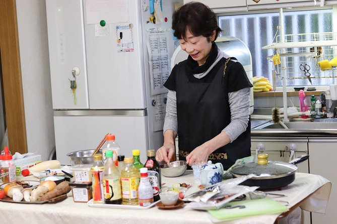 Heart-Warming Japanese In Home Cooking Lesson with a Local Mother in Osaka, Osaka, JAPON
