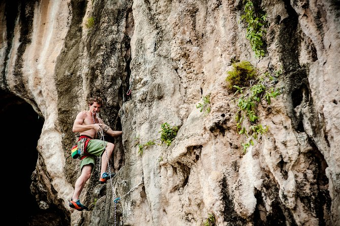 Intermediate-Advanced Half Day Private Rock Climbing Trip at Railay Beach, Krabi, Tailândia