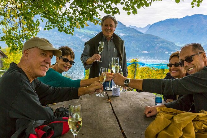 Small Group Wine Tasting by Lake Lucerne in a Traditional Winery, Lucerna, Suíça
