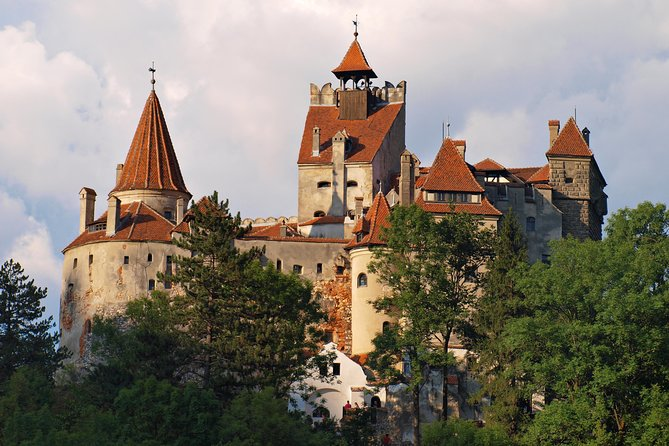 This is a unique opportunity to discover one of the most beautiful and picturesque regions of Romania. Visit, what are probably the most beautiful castles and fortresses in Transylvania and stroll through the charming medieval streets of Brasov!