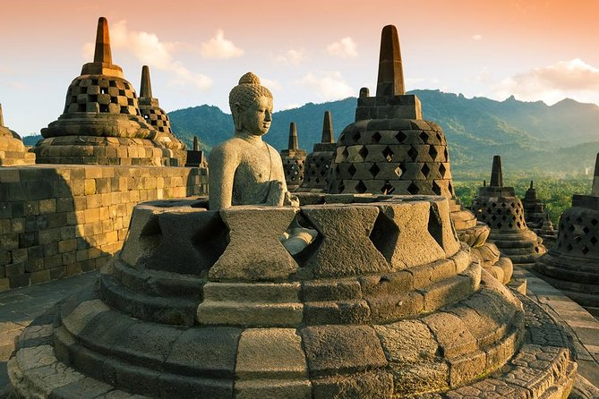 Witness the amazing view of sunrise over Borobudur Temple, and then enjoy paddling your bicycle through a Javanese authentic village before having lunch with a nice glimpse of Stupa restaurant managed by Plataran Resorts. Afterward, discover a desolate temple on the hill with magnificent rice field views along the way.