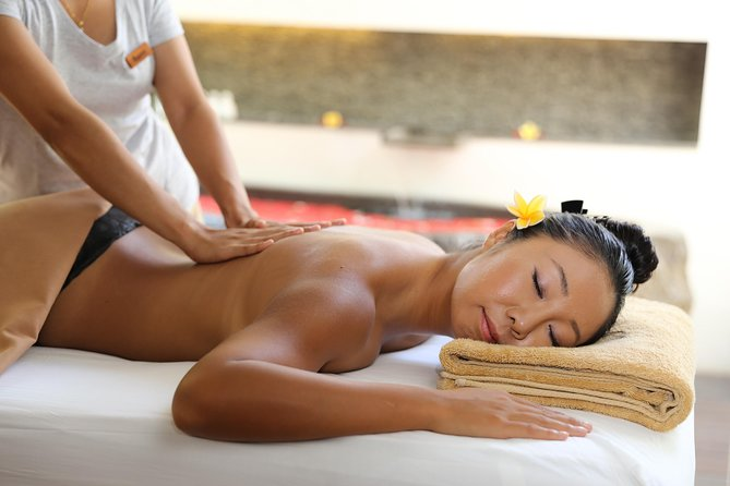 This 90-minute treatment focuses on ancient Asian medicine and Western holistic philosophies. Tropical elixirs, and a touch of the local herbal, knowing hands and precision pressure points from well-trained therapist with a passion for perfection. Our spa has sourced organic products wherever possible for its treatments and natural blend recipes.