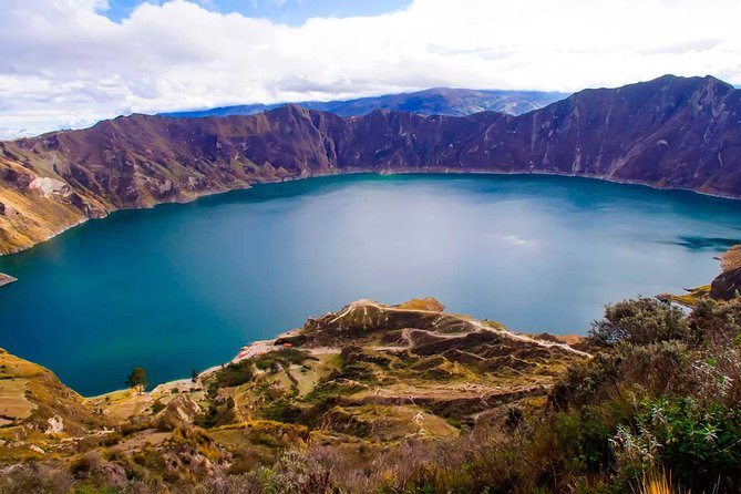 Lake Quilotoa is located in the province of Cotopaxi, in the town of Pujili. It is a unique tourist attraction in South America and considered one of the 15 most beautiful volcanic lakes in the world.