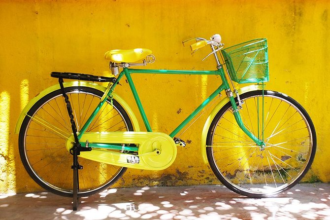 Cycle around French, Muslim and Tamil quarters of Pondicherry city on a vintage-style bicycle during this early morning 2-hour guided tour. Explore quiet city before people starts their activities. Once back from your trip, enjoy an Indian breakfast with traditional South Indian idly, chutney and sambar or a French breakfast with baguette and jam. Both are offered with a home-made fresh juice and hot drinks.