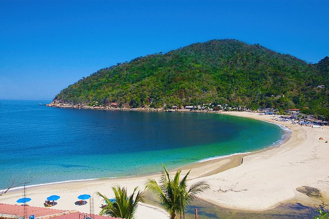 Yelapa is a tiny village located at the most southern point of bay of Banderas and doesn´t have any cars as the road stops a couple of km before the village. It is only reachable by boat and with its calm bay of transparent water you´ll find an oasis of peace and tranquility. We include time for yourself to relax with a refreshing margarita or eat a delicious local ceviche at the beach!