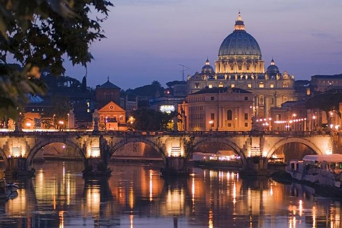 What could be better than a night tour in Rome? A night tour in Rome with the added delicious experience of pizza and gelato. This 4-hour small-group tour is a great way to spend an evening in Rome. You will see the Colosseum, Capitoline Hill, Trevi Fountain, Pantheon, Piazza Navona, and the magnificent Basilica of St. Peter's.